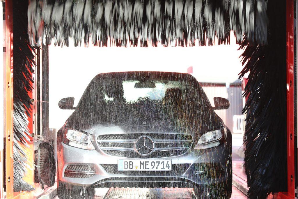 Laat uw auto wassen in een wasstraat